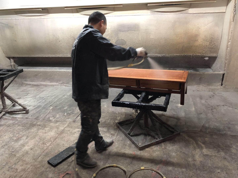 实木家具和贴皮家具在选择家具漆时有哪些注意事项?